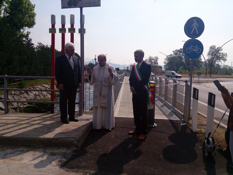 Inaugurata la passerella ciclo-pedonale sul torrente Zerra