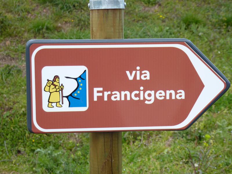 A piedi, lungo la via Francigena