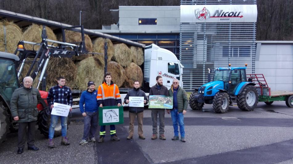 I giovani allevatori della Valle del Lujo donano un camion di fieno agli allevatori di Visso (Macerata), colpiti dal terremoto