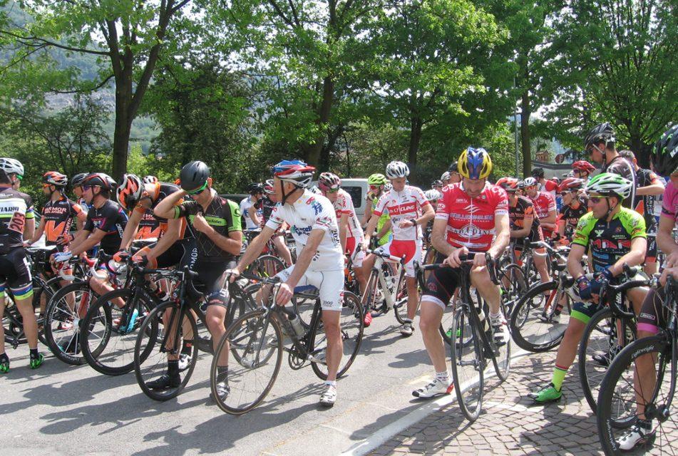 """Ciclismo, il Memorial Giuseppe Birolini """"Toma""""  compie dieci anni e assegna i titoli regionali della Montagna"""