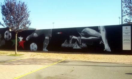 """Murales """"a tema calcio"""" sui muri del centro sportivo dell'Albarotto"""