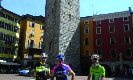 Carabinieri in bicicletta sul Lago di Garda