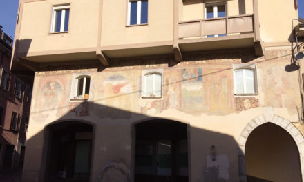 Salviamo gli affreschi di piazza Carnevali!