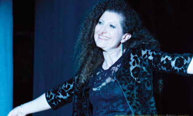 Laura Saccomandi,  Maestra di coro